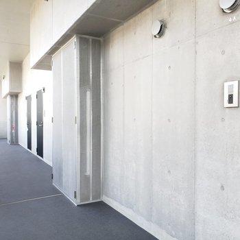 エレベーター上がってすぐのところが今回のお部屋!