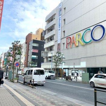 吉祥寺駅もほぼ同じ距離。ショッピングはこちらで楽しめそう。