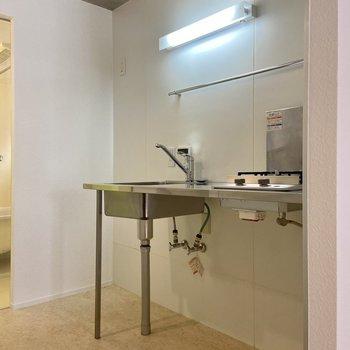 キッチンもすっきりとしたオープンタイプ。※写真は前回募集時のものです