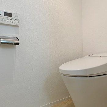 温水洗浄便座つき、お手入れらくらくです。※写真は前回募集時のものです
