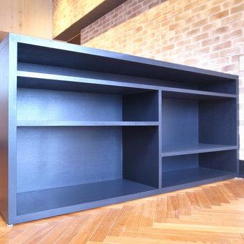 棚はお気に入りの本を入れられます。