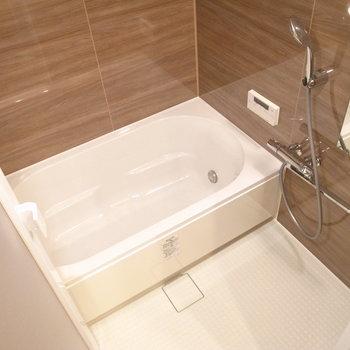 お風呂はファミリーサイズ!追い焚き機能・浴室乾燥機付き。