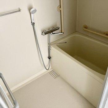 シンプルなお風呂で掃除もしやすそう!