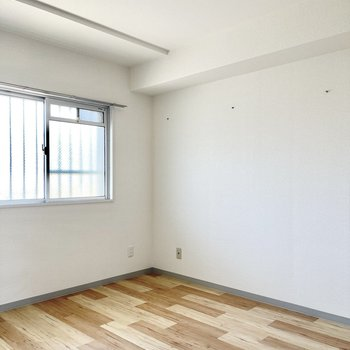もう1つの洋室も同じ広さです。