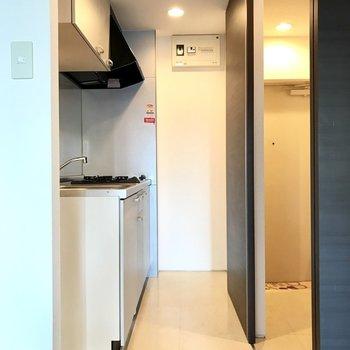 キッチンでした!引き戸を動かせば直接玄関へもいけますよ◯