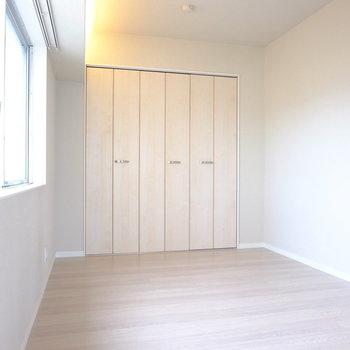 こちらはベッドスペース(※写真は8階の同間取り別部屋のものです)