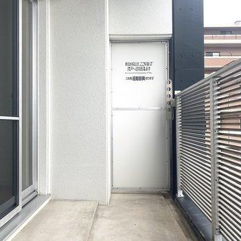 (6階バルコニー)バルコニーは、6階にも7階にも設置。(※写真は7階の反転間取り別部屋のものです)