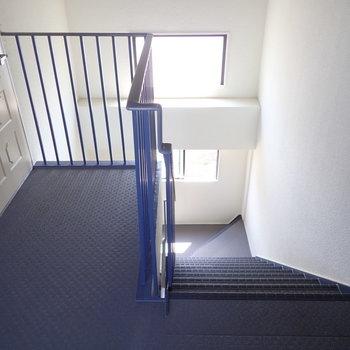 【共用部】エレベーターがないので階段です!