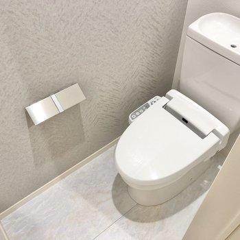 清潔感のあるトイレはウォシュレット機能があるんです。(※写真は2階の同間取り別部屋のものです)