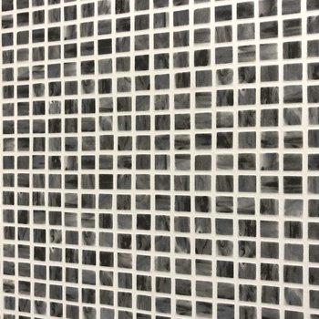 細かいブラックのタイルが大人だなって。(※写真は2階の同間取り別部屋のものです)