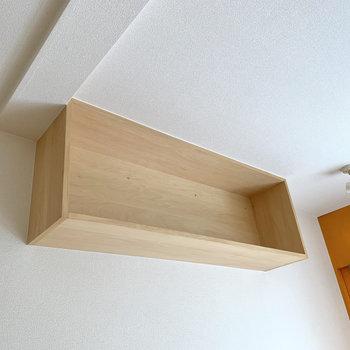 棚には小物や本を並べちゃいましょう。