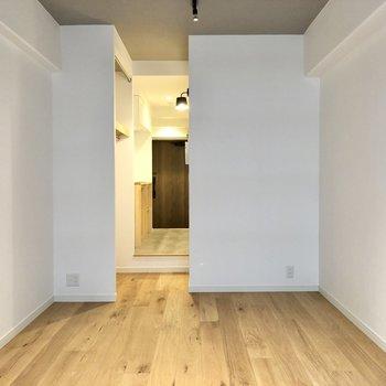収納が廊下にあるのでインテリアも配置しやすい間取りです。