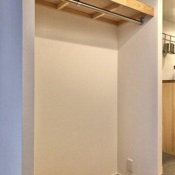 収納はオープンスタイル。お店のような雰囲気が楽しめます。
