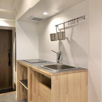 キッチンはスタイリッシュなデザイン。