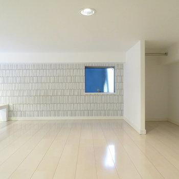 広いので寝室だけはもったいない※写真は反転間取りの102号室のもの
