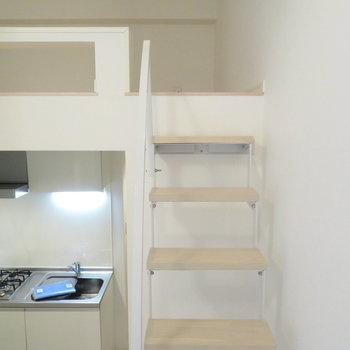 はしごじゃなくて階段※写真は反転間取りの102号室のもの