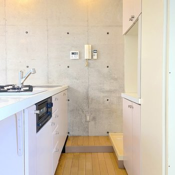 【2階】食器棚も充実していますね。