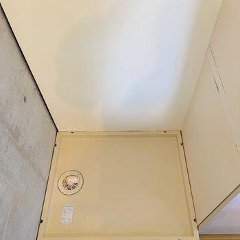 【2階】奥には洗濯機置き場も。