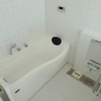 お風呂広っっっ!!!(※写真は11階の同間取り別部屋のものです)