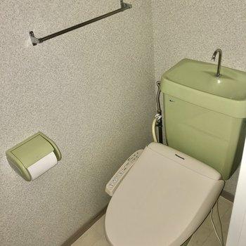 トイレはウォシュレット付き。(※写真はフラッシュ撮影のものです)
