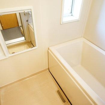 お風呂は窓も◎※写真は前回募集時のもの