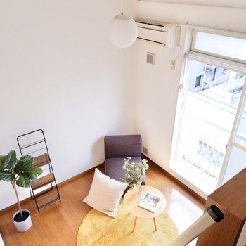 開放的な居室を見下ろして。