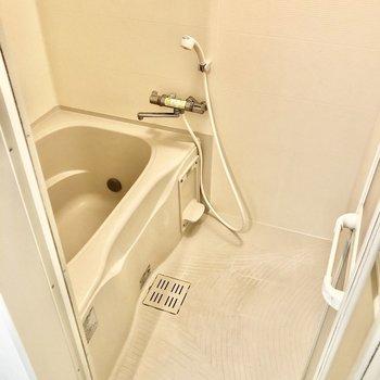 お風呂は追い焚き機能付きで便利です♩(※写真は反転間取り別部屋のものです)