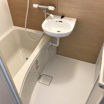 お風呂もとっても綺麗。隙間がないので掃除もしやすいですね