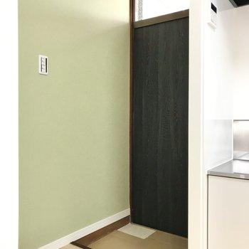 玄関横は爽やかなグリーンのクロス