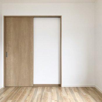 ダイニングとはしっかり扉で仕切られていました