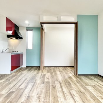 床が木目調なので西海岸の雰囲気も感じられます。