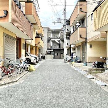 住宅街を進んだ突き当たりにお部屋があります。