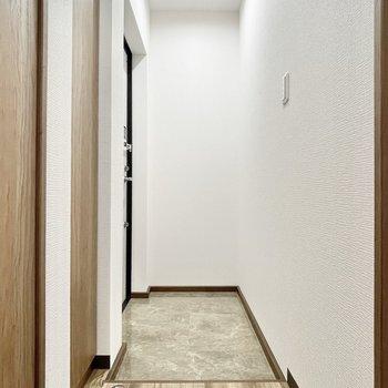 玄関にはこだわりの絵や写真を飾りたいなぁ。