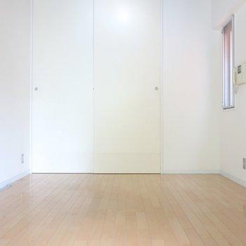 シンプルな内装にグッときちゃう♥(※写真は2階の同間取り別部屋のものです)