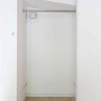クローゼットはコンパクトめ(※写真は2階の同間取り別部屋のものです)