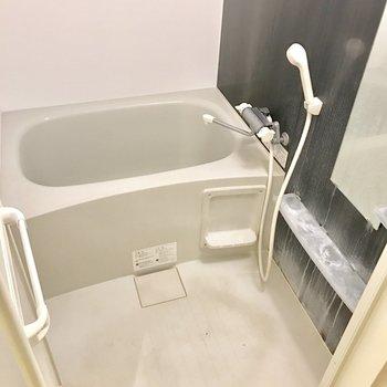 こちらもシンプル。鏡付きは嬉しい(※写真は7階の同間取り別部屋、清掃前のものです)