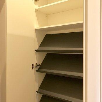 ひとり暮らしだから充分な容量じゃない?(※写真は7階の同間取り別部屋、清掃前のものです)