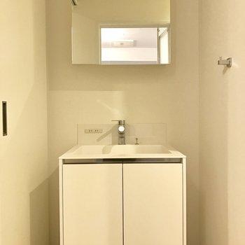 こちらもスッキリシンプル(※写真は7階の同間取り別部屋、清掃前のものです)