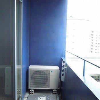 バルコニーはコンパクト(※写真は7階同間取り別部屋のものです)