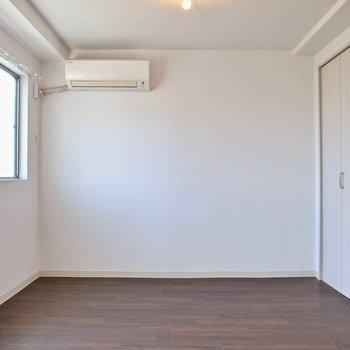 こちらが洋室!エアコンがあります◎この向きなら、LDKまで風が届きそう。