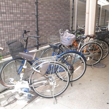 【共用部】自転車は通路脇に停めましょう。