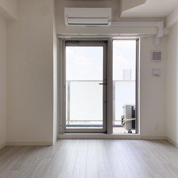 西向きのお部屋です。(※写真は15階の同間取り別部屋のものです)