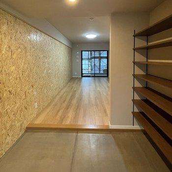 【イメージ】広がる土間とDIY壁にきゅんとします。※写真は工事中のものです