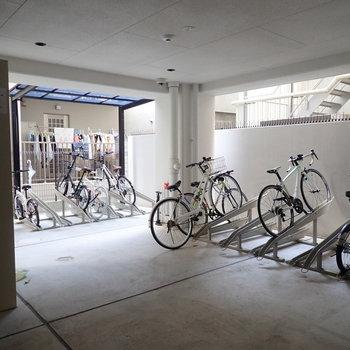 【共用部】駐輪場は屋根付き!