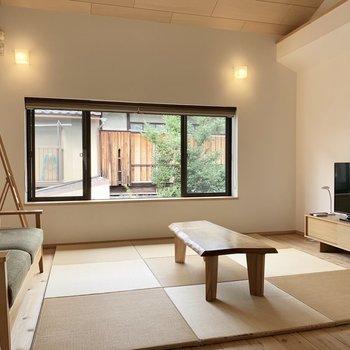 洋室10帖のほうは琉球畳スタイル!