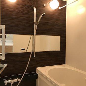 お風呂は浴室乾燥機や追焚機能付き!