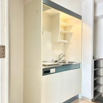 キッチンは廊下にあります。(※写真の家具は見本です)