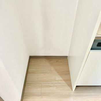 左横に冷蔵庫スペースも確保されています。(※写真の家具は見本です)