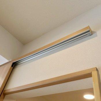 扉は吊るしてあるタイプで、下にホコリが溜まりません。