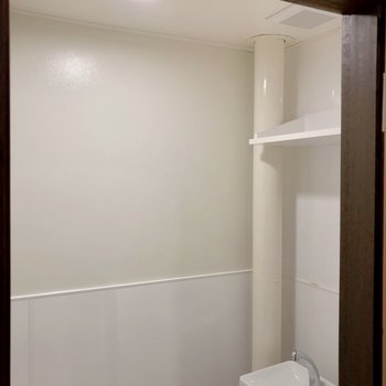 上部に棚もありました。